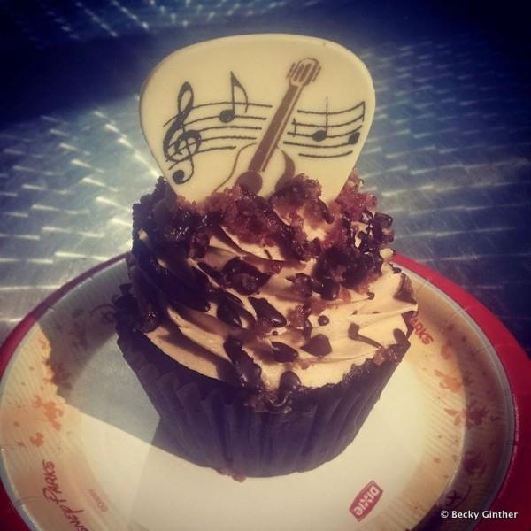 King Cupcake with Cute New White Chocolate Garnish!