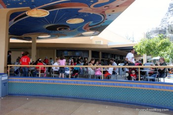 Disneyland Tomorrowland Terrace overview