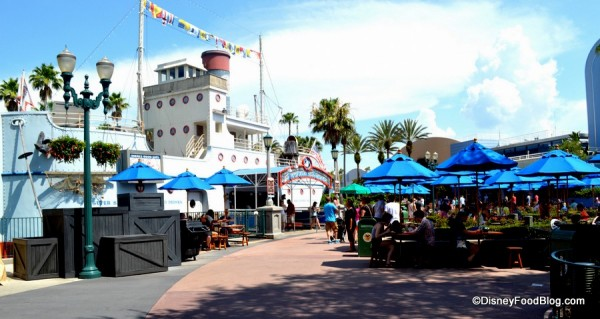 Exterior of Min and Bill's Dockside Diner