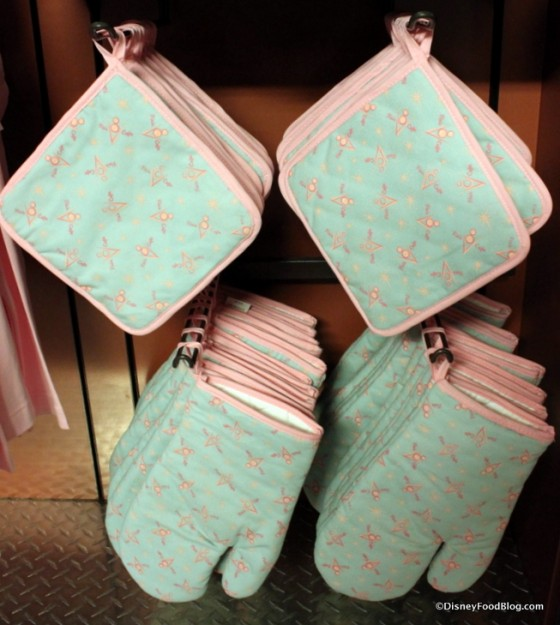 Flo's V-8 oven mitts and potholders