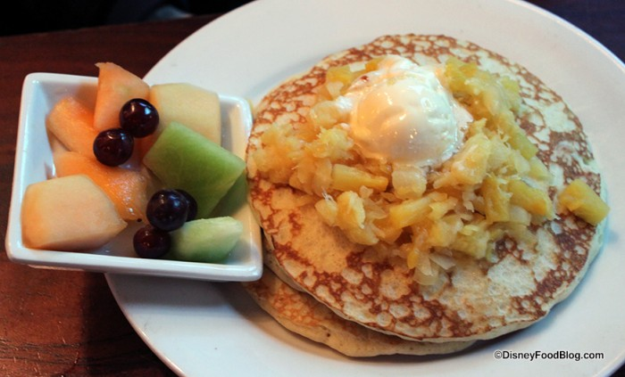 Pancakes with pineapple and macadamia nut butter