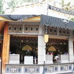 Review: Troubadour Tavern in Disneyland Park