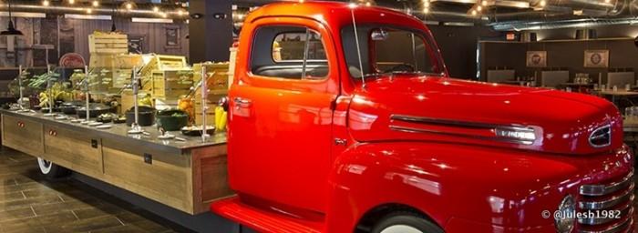 American Q Truck Buffet. ©B Hotel