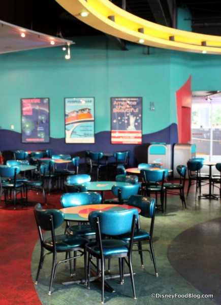 Pizza Port color and decor