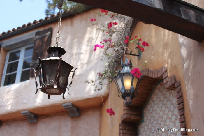 Disneyland Rancho del Zocalo_15_-decor outside