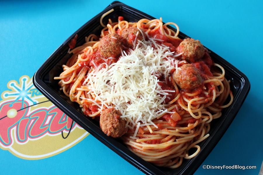 Review Redd Rockett S Pizza Port In Disneyland S