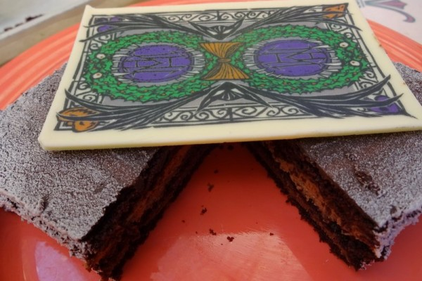Dining in Disneyland: Halloween Time Haunted Mansion Holiday Cake