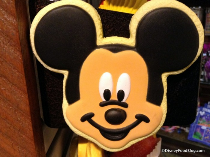 Mickey Mouse Frosted Cookie Magnet