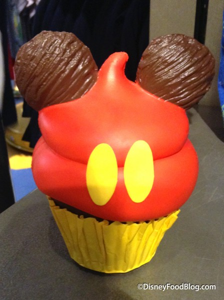 Mickey Mouse Cupcake Magnet