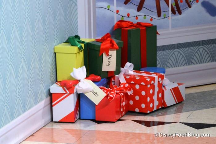 Gifts from Santa Goofy