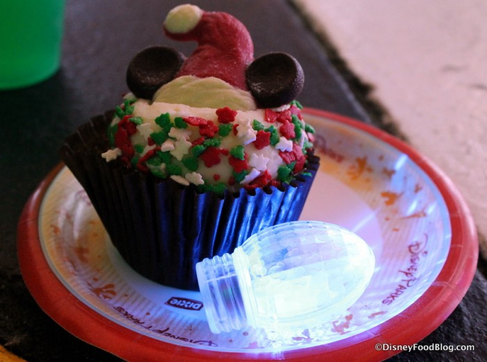 Gingerbread Cupcake with Souvenir Glow Cube