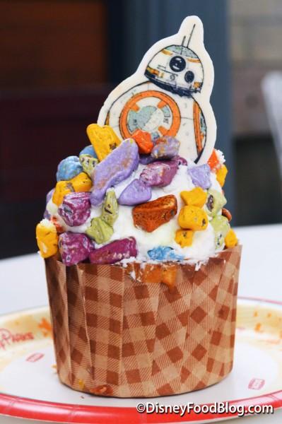 BB-8 Lemon Cupcake With Vanilla Buttercream