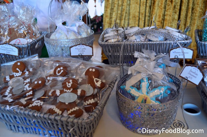 ContemporaryGingerbreadDisplay-15-12