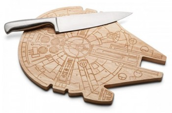 star-wars-millenium_falcon_wood_cutting_board-500x330