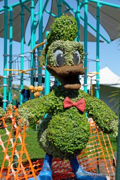 Donald Duck Topiary
