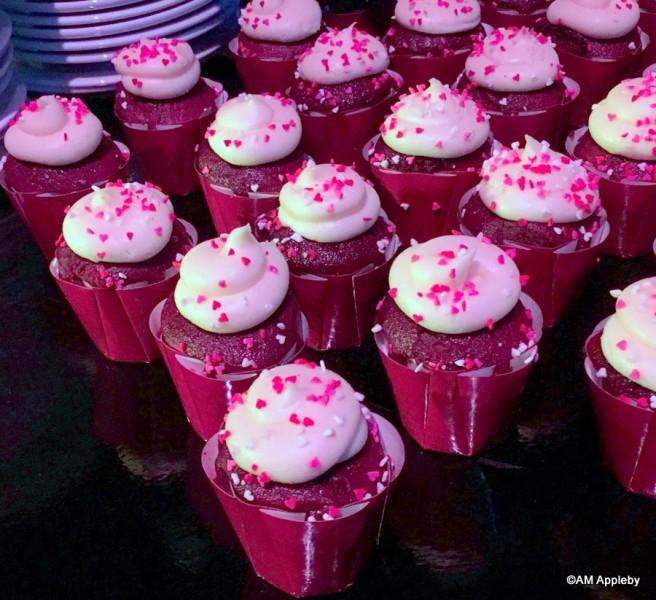 Queen of Hearts Red Velvet Cupcake)