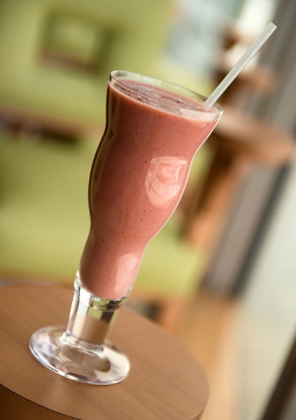 Feel restored with this strawberry smoothie ©Disney