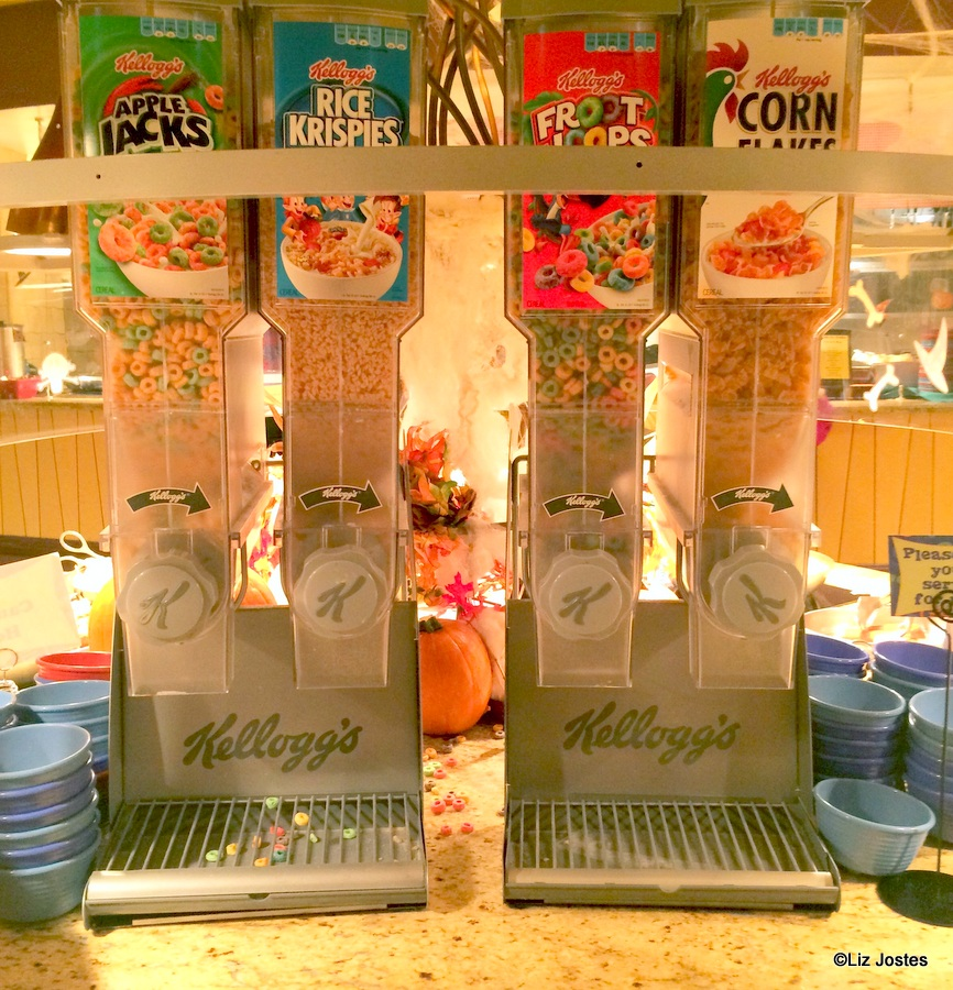 Guest Review: Breakfast at Goofy\'s Kitchen at the Disneyland Hotel ...
