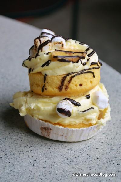 Banana Whoopie Pie