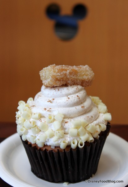 Churro Cupcake and Mickey!