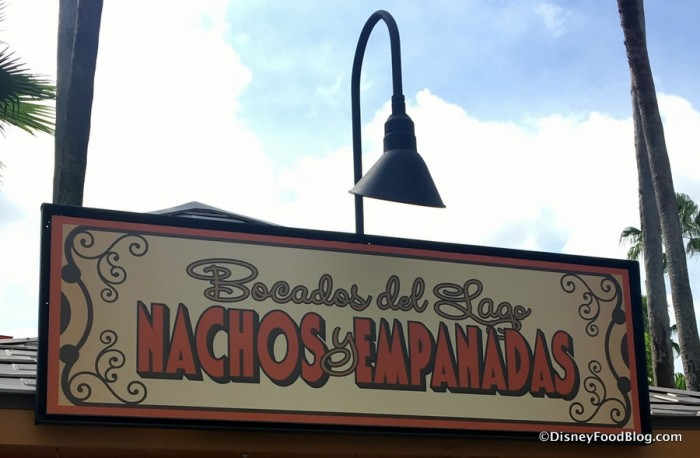 Bocados del Lago Nachos y Empanadas sign