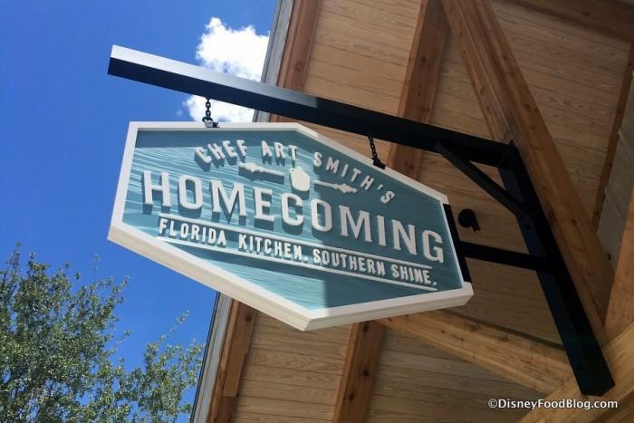 Homecomin' Sign