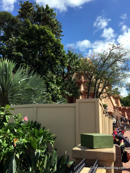 Construction Walls by the Mexico Pavilion