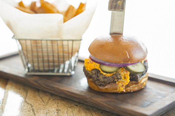 Burger with Pimento Cheese  ©Paddlefish