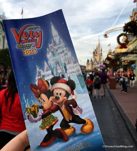 2016-mickeys-very-merry-christmas-party-guide-1