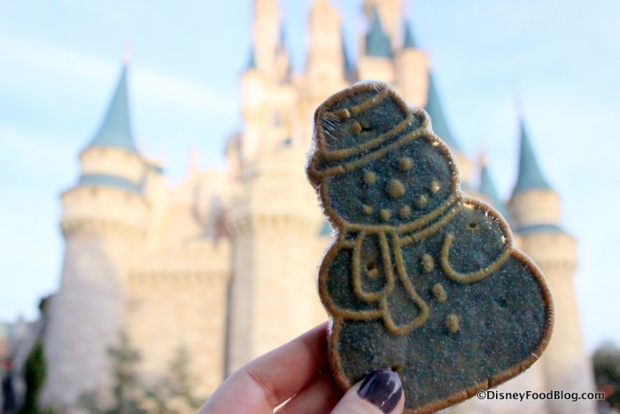 2016-mickeys-very-merry-christmas-party-snowman-sugar-cookie-2