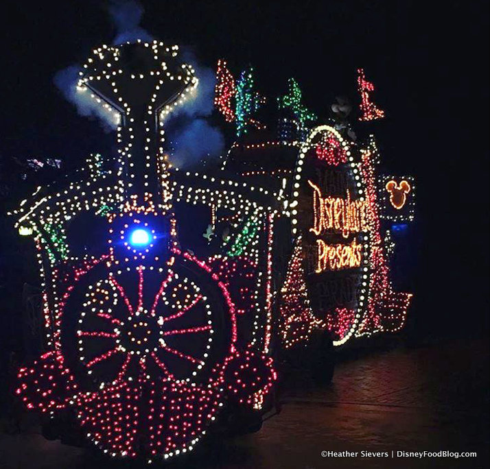 """Review! Colorful """"Main Street Electrical Parade"""" Cake in"""