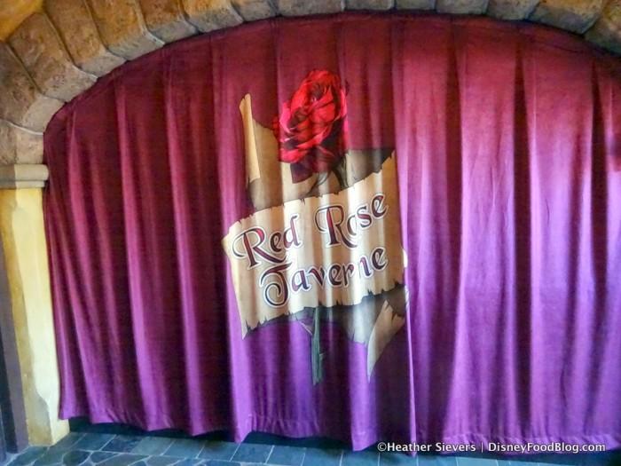 Red Rose Taverne Decor