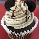 Review: Cookies and Cream Cupcake at Candy Counters in Disney World and Disneyland