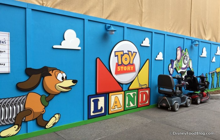 Toy Story Land Construction Walls
