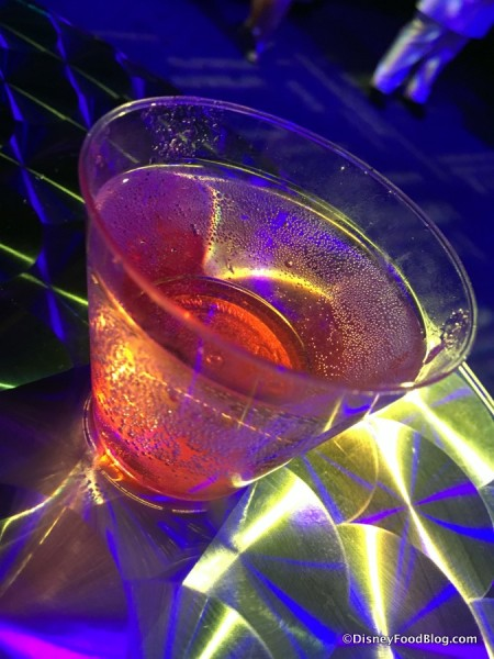 "Drinks ""glow"" in the Light Lab"