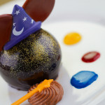 News: Fantasmic! Dining Packages Available for Booking in Disneyland