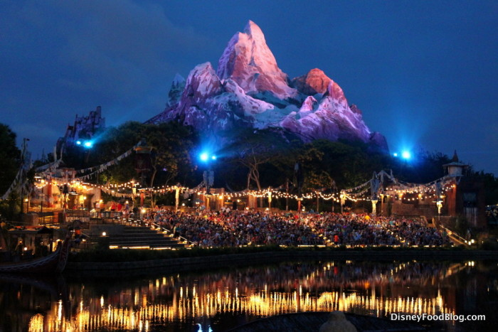 Rivers of Light Crowd and Expedition Everest