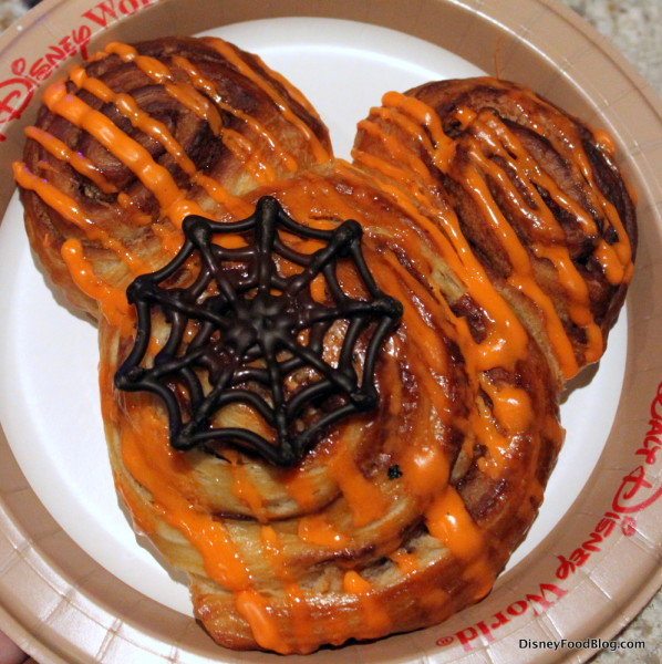 Halloween-inspired cinnamon roll!