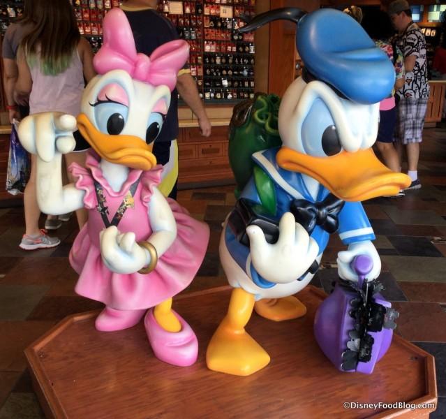 Pin Trading Daisy and Donald
