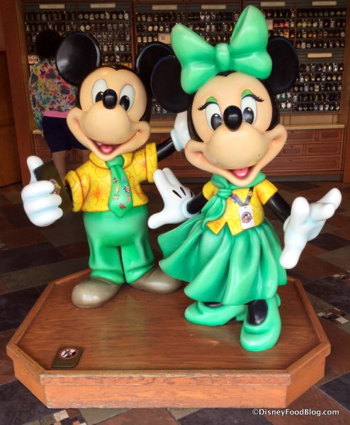 Pin Trading Mickey and Minnie