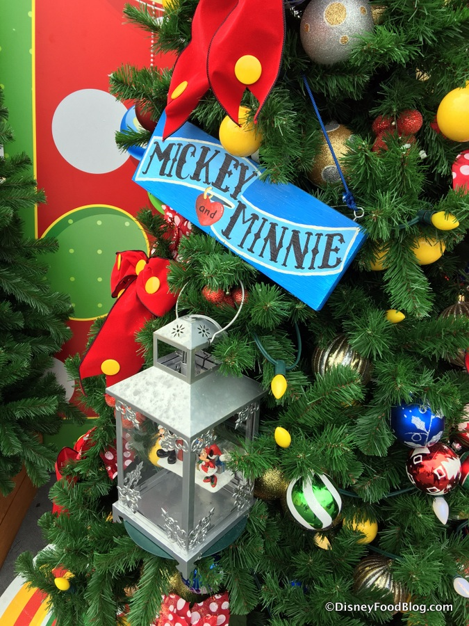 mickey and minnie tree - Disney Christmas Decorations 2017