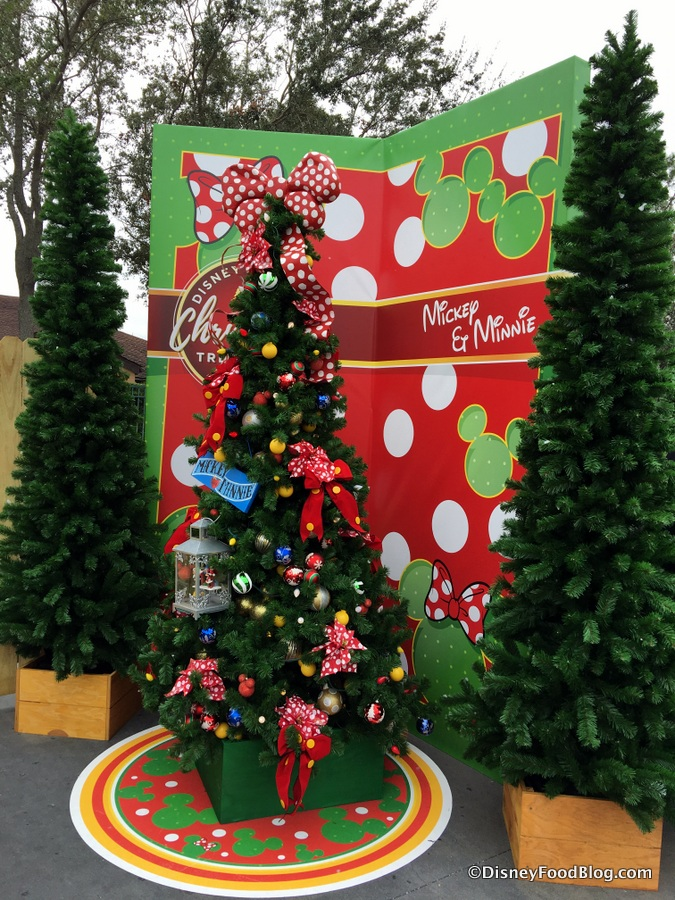 mickey and minnie tree - When Does Disney Decorate For Christmas 2017