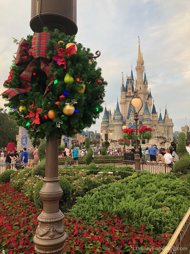 25 cant miss experiences to celebrate the holidays at walt disney world this year - When Is Disney Decorated For Christmas