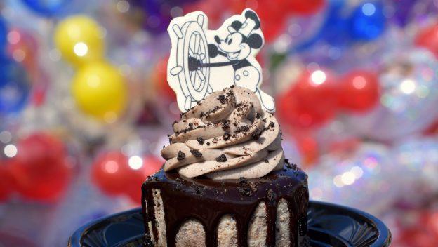 Steamboat Willie Cheesecake ©Disney