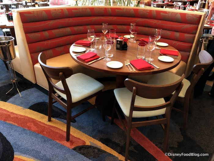 Mixed Table and Booth Seating