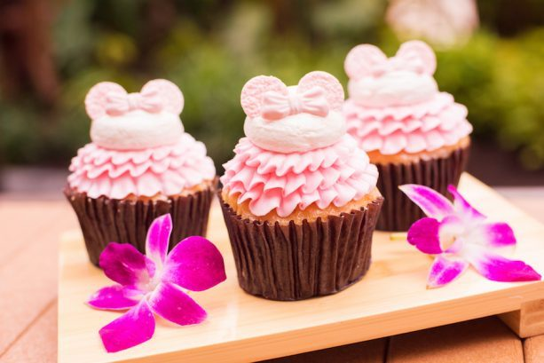 Millennial Pink Cupcake at Captain Cook's ©Disney