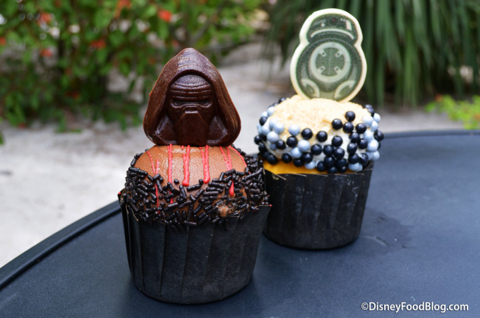 Kylo Ren and BB-9E Cupcakes