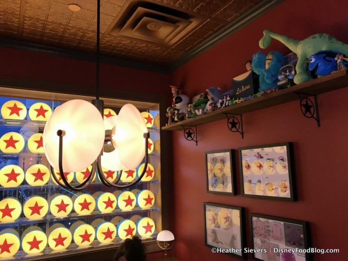 Lamplight Lounge decor