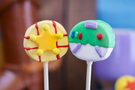 """Buddy"" Cake Pops ©Disney"