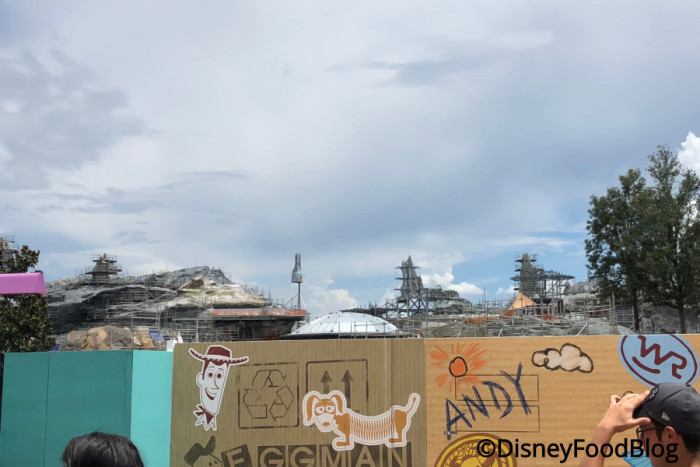 Galaxy's Edge construction from Toy Story Land